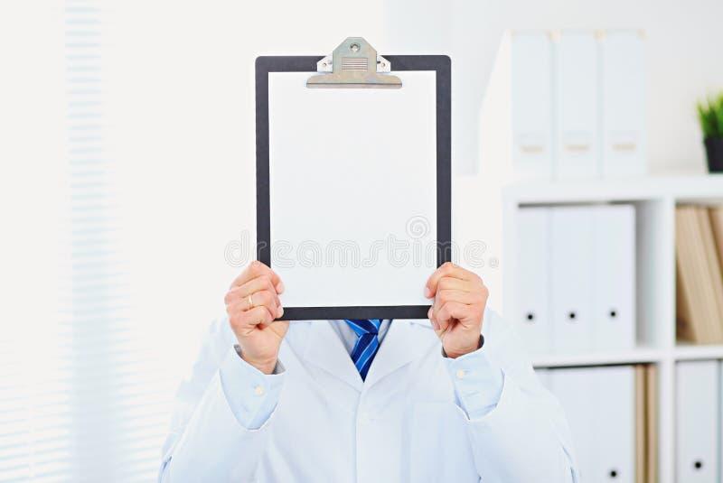 Segno medico - medico che mostra appunti immagine stock libera da diritti