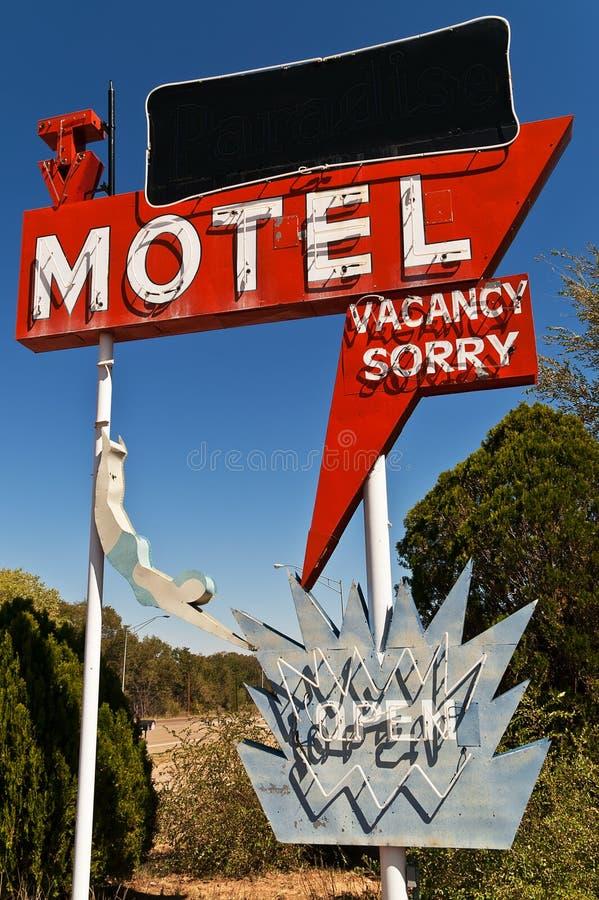Segno per il motel con la TV fotografia stock libera da diritti
