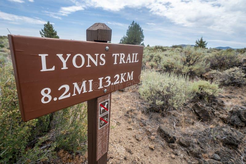 Segno per la traccia di Lione, situato in Lava Beds National Monument in California del Nord immagine stock