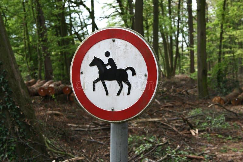 Segno proibito di guida fotografia stock