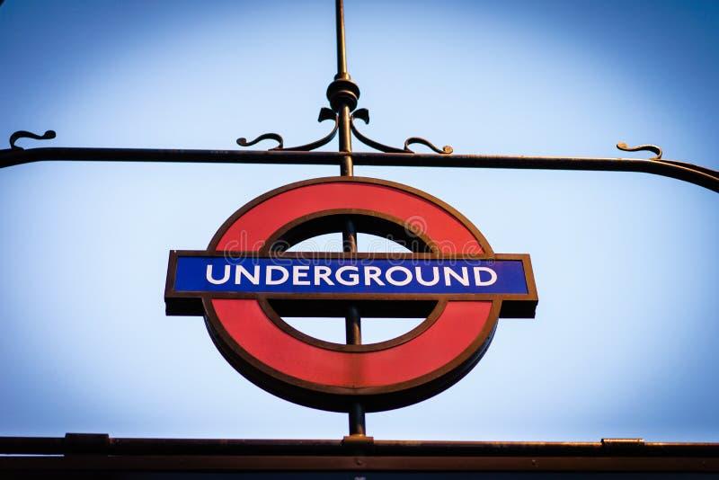 Segno sotterraneo della metropolitana di Londra immagini stock