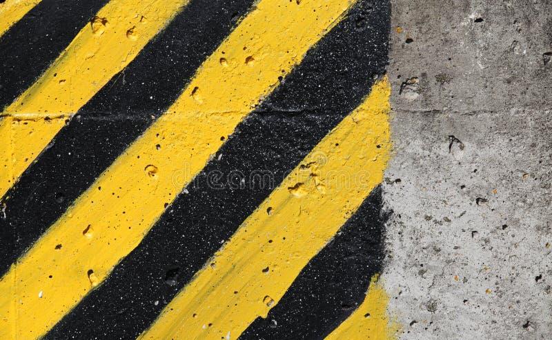 Segno a strisce nero e giallo di cautela fotografia stock