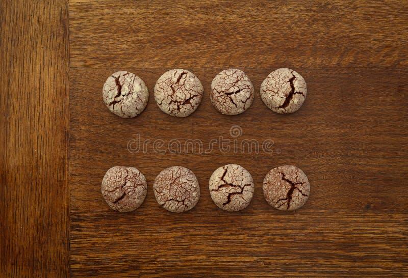 Segno uguale dei biscotti del cioccolato fotografia stock