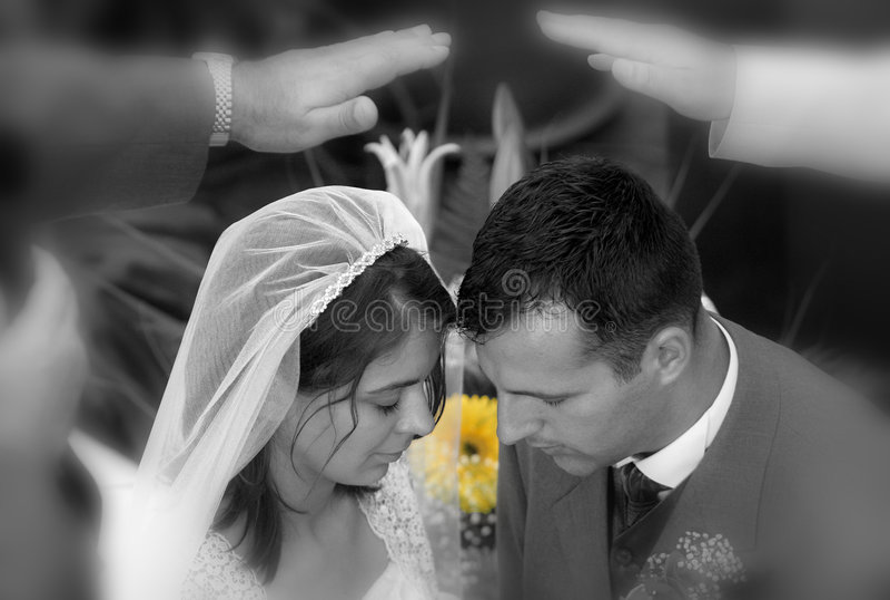 Segnung der neuen Paare stockbilder