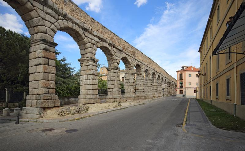Segovia,西班牙 在古老罗马渡槽的看法 免版税库存照片