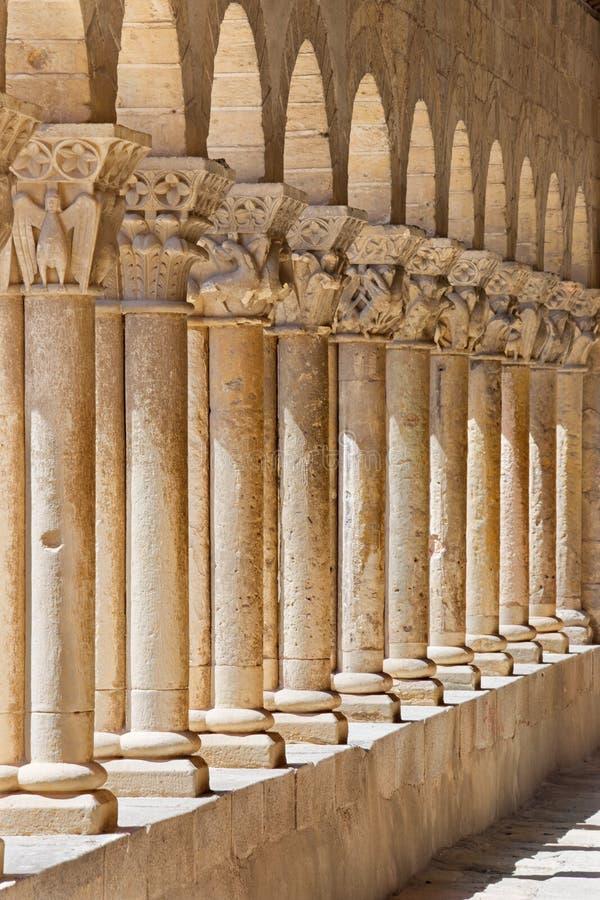 Segovia - η romanesque σκεπαστή είσοδος πρόσοψης της εκκλησίας Iglesia de SAN Martin στοκ εικόνες με δικαίωμα ελεύθερης χρήσης
