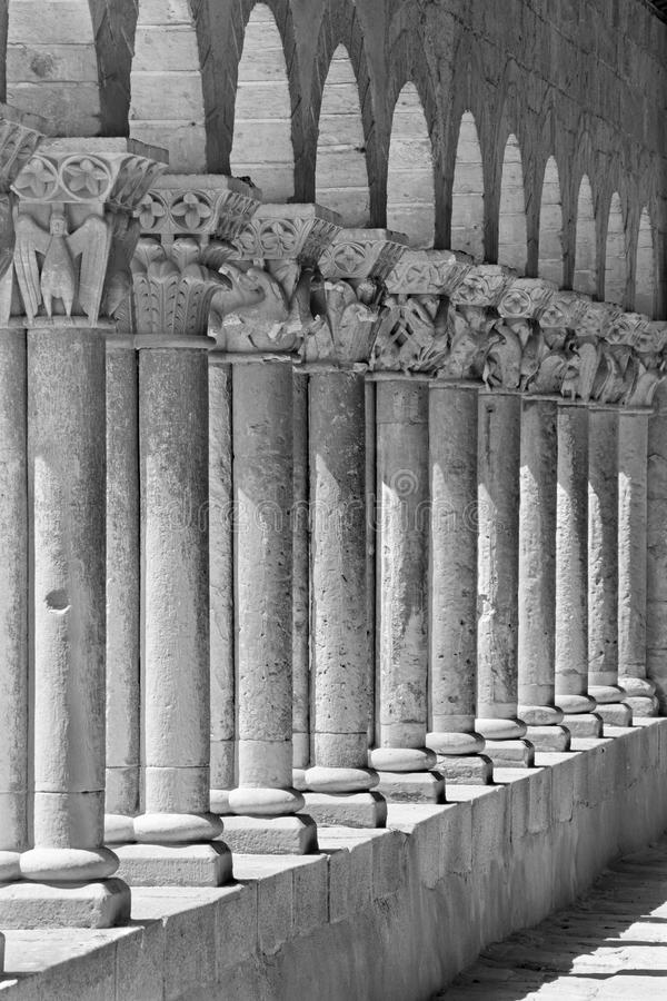 Segovia - η romanesque σκεπαστή είσοδος πρόσοψης της εκκλησίας Iglesia de SAN Martin στοκ φωτογραφία με δικαίωμα ελεύθερης χρήσης