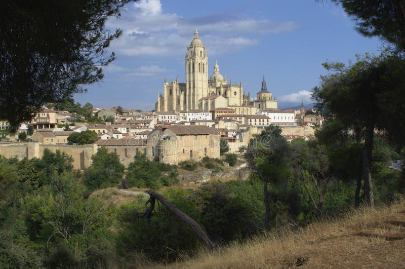 Segovia gotiska domkyrka- och stadsväggar Segovia cityscape Castile och Leon spain royaltyfria foton