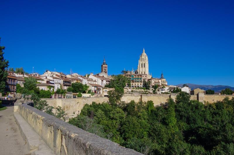 Segovia Spanien Panoramautsikt av den historiska staden av Segovia s royaltyfria bilder
