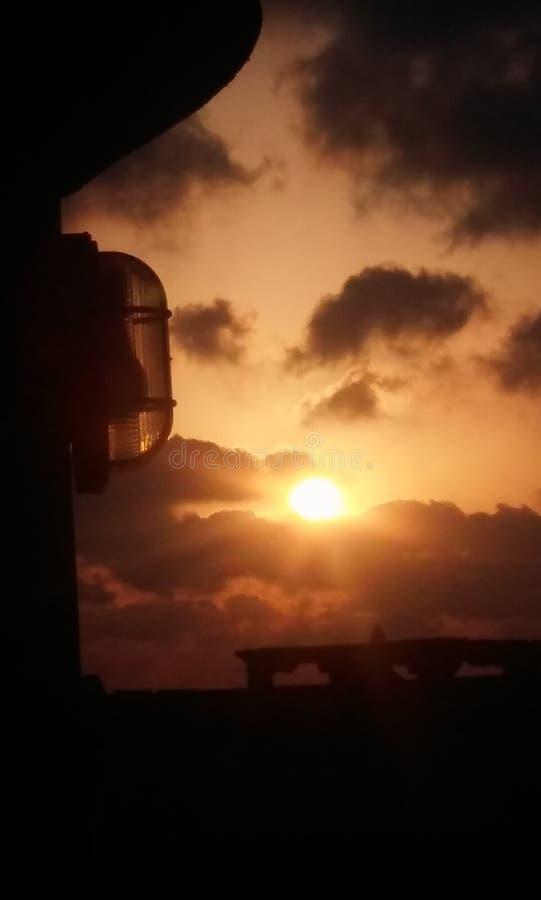 Segrar för midnatt sol alltid arkivfoto