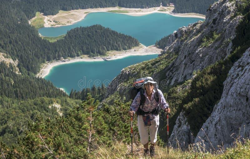 Seguendo in montagne di Durmitor fotografia stock