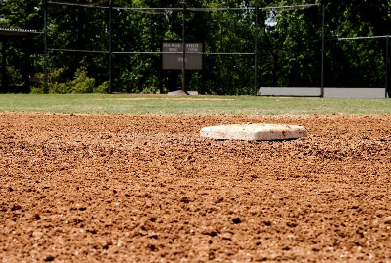Segunda base en campo de béisbol foto de archivo libre de regalías