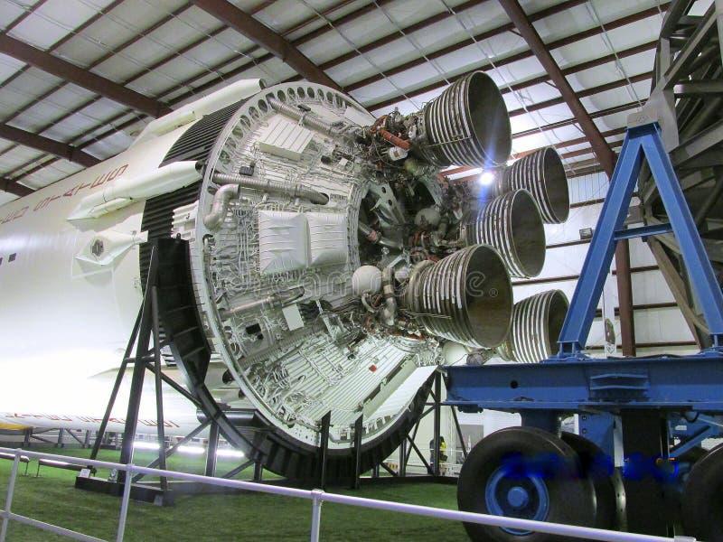 Segunda etapa do ` s Apollo Saturn Último-restante da NASA V Rocket em seu próprio museu público em Johnson Space Center, Houston imagens de stock royalty free
