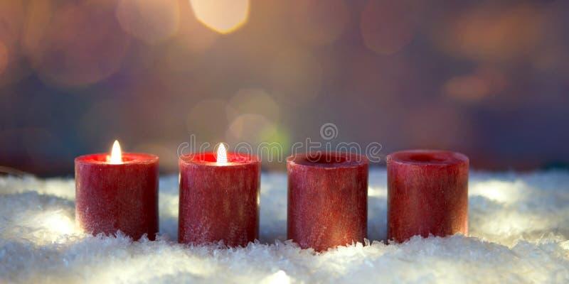 Segundo advenimiento dos velas de quema fotos de archivo libres de regalías