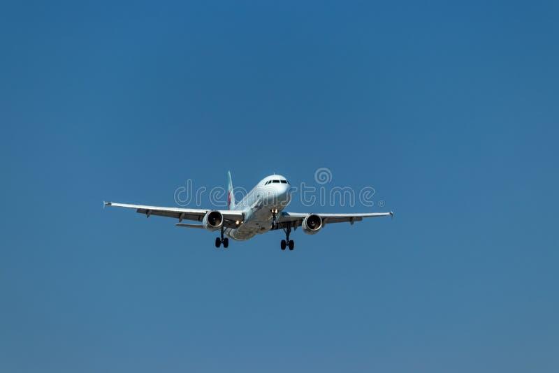 Segundos antes de aterrar - jato de Air Canada em Pearson International Airport, Toronto fotografia de stock royalty free
