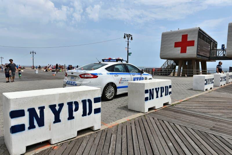 Segurança da segurança da praia do passeio à beira mar do Coney Island de New York imagem de stock