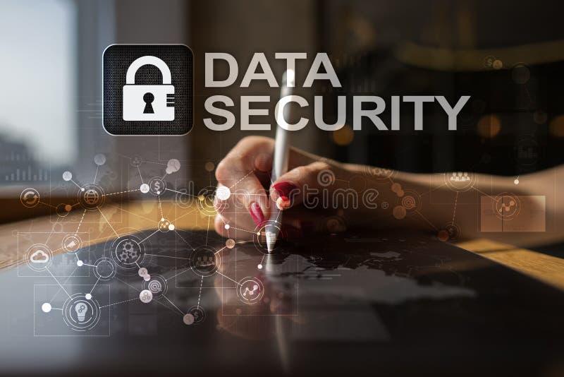 Segurança do Cyber, proteção de dados, segurança da informação e criptografia tecnologia do Internet e conceito do negócio virtua imagem de stock