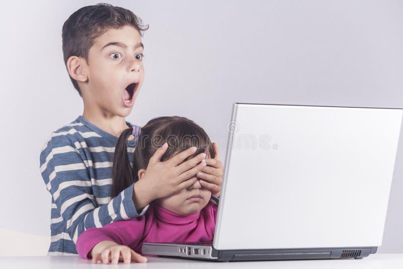 Segurança do Internet para o conceito das crianças imagem de stock royalty free