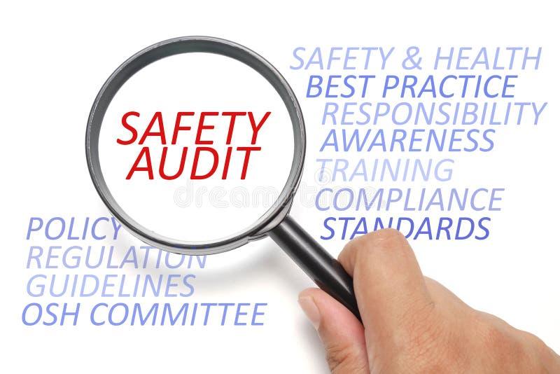 Segurança e saúde no local de trabalho conceptual, foco na auditoria de segurança imagem de stock royalty free