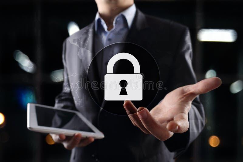 Seguridad cibernética, protección de datos, seguridad de la información y encripción tecnología de Internet y concepto del negoci imagen de archivo