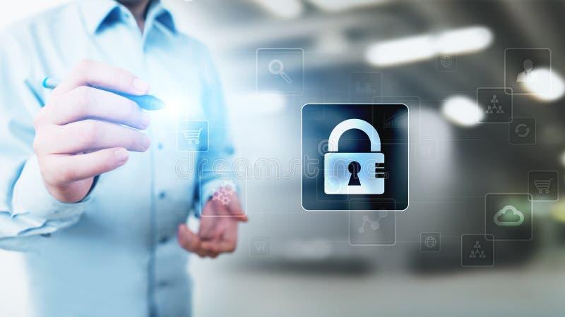 Seguridad cibernética, protección de datos personal, aislamiento de la información Icono del candado en la pantalla virtual Conce fotos de archivo libres de regalías