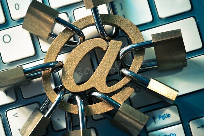 Seguridad de la encripción del correo electrónico imágenes de archivo libres de regalías