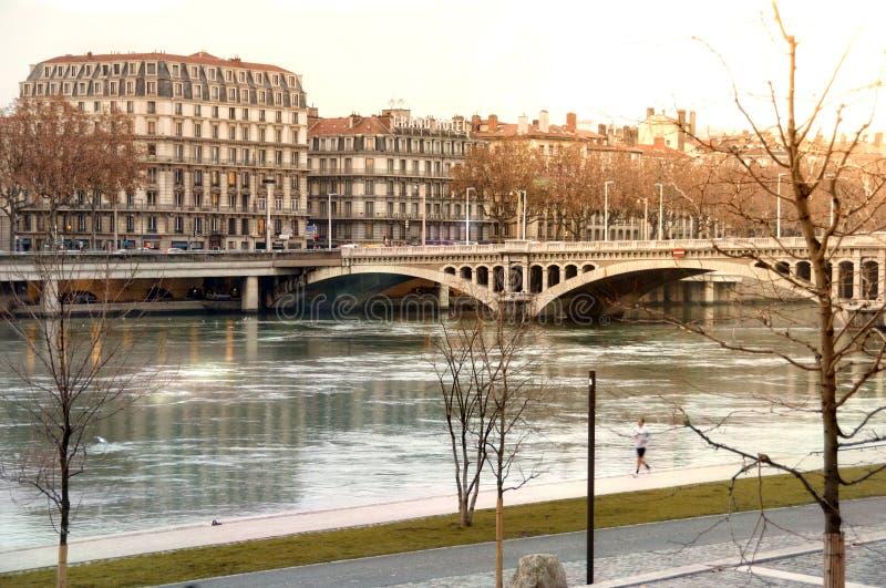 Sehen Sie Brücke Wilson im Winter auf Fluss Rhône Lyon Frankreich an lizenzfreies stockbild