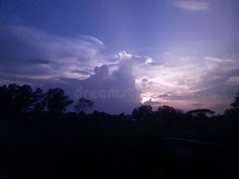 sehen Sie den Himmel lizenzfreie stockfotos