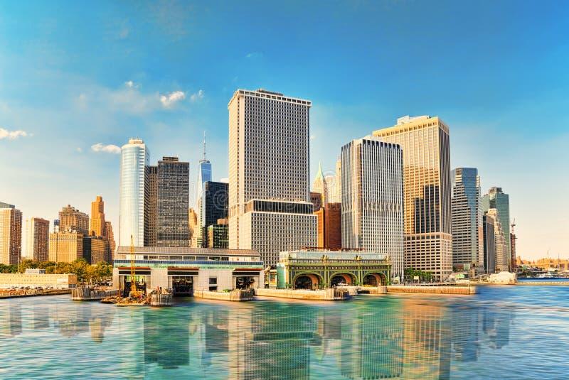 Sehen Sie Hudson Bay zu Lower Manhattan und Staten Island Ferry-termi an stockfotografie
