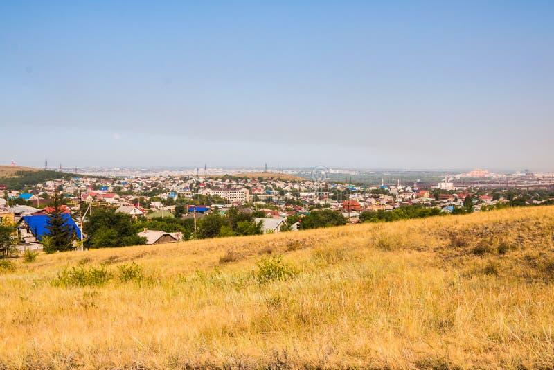 Sehen Sie Panorama zum alten Teil von Magnitogorsk-Stadt mit kleinen Häusern an lizenzfreie stockfotos