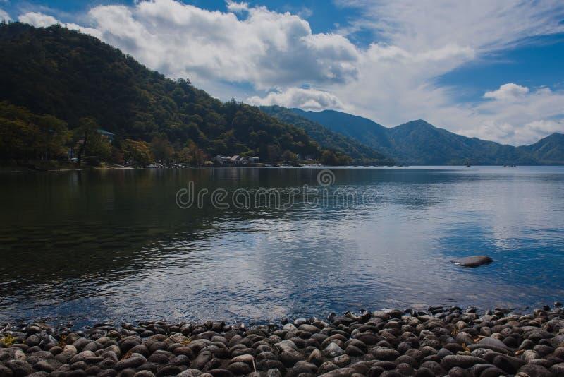 Sehen Sie See Chuzenji im Herbst, in Oku-Nikko, Japan an lizenzfreie stockfotos