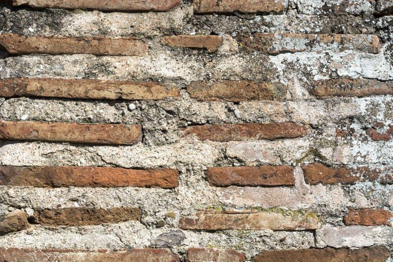 Sehr alte römische Wandbeschaffenheit des roten Backsteins stockbild