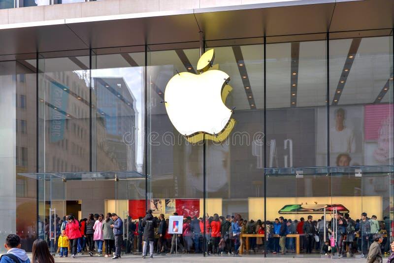 Sehr beschäftigtes Apple speichern in Shanghai, China stockfoto