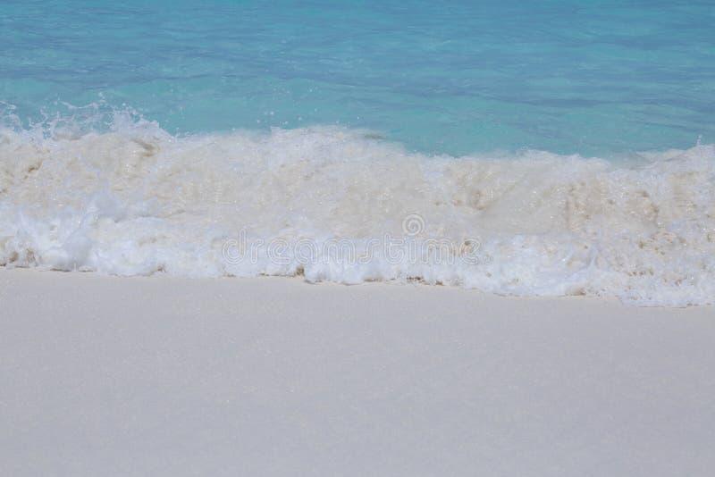 Sehr blaues Meer in Thailand lizenzfreie stockfotos