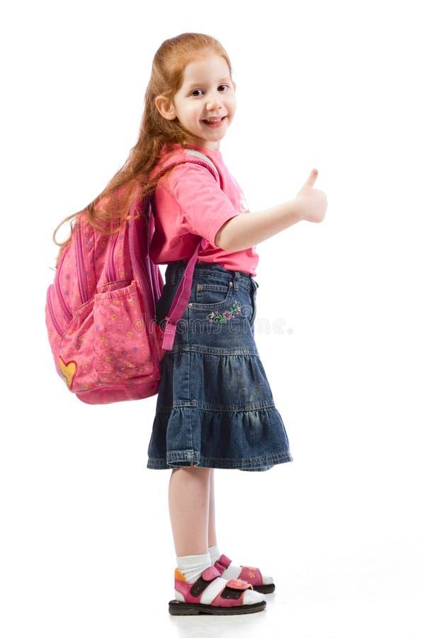 Sehr junges grundlegendes Altersmädchen mit rosafarbenem Rucksack stockbild