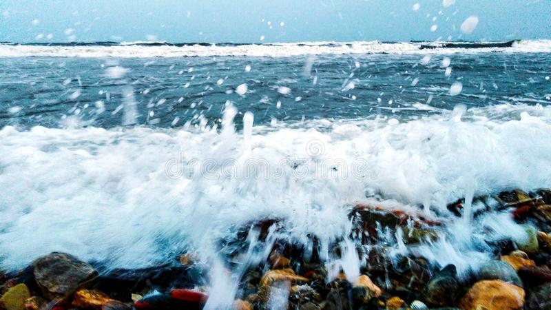 Sehr nahe Wellen stockfotos