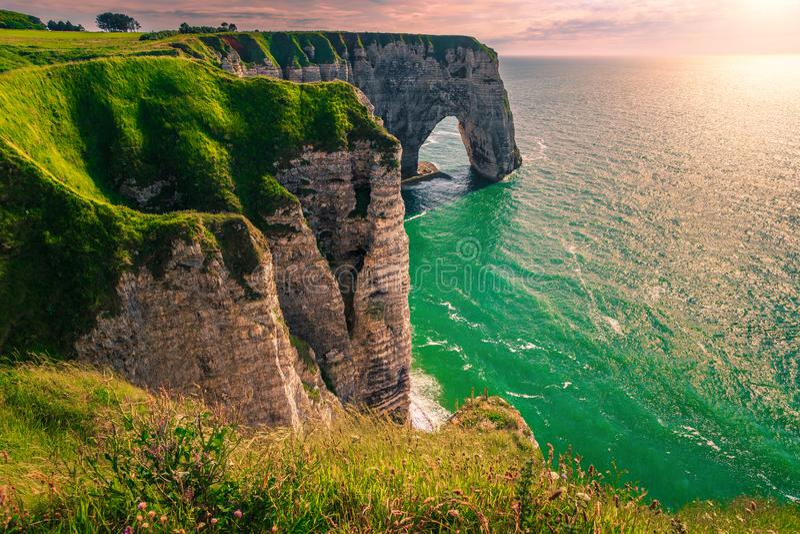 Sehr schöne Lage mit Naturfelsen, Etretat, Normandie, Frankreich lizenzfreie stockfotos