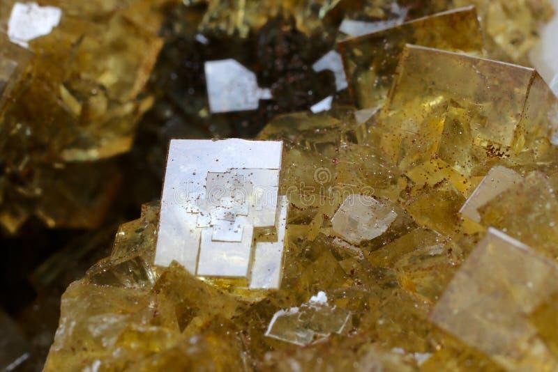 Sehr schöner gelber Fluorit mit weißem Dolomit lizenzfreies stockbild
