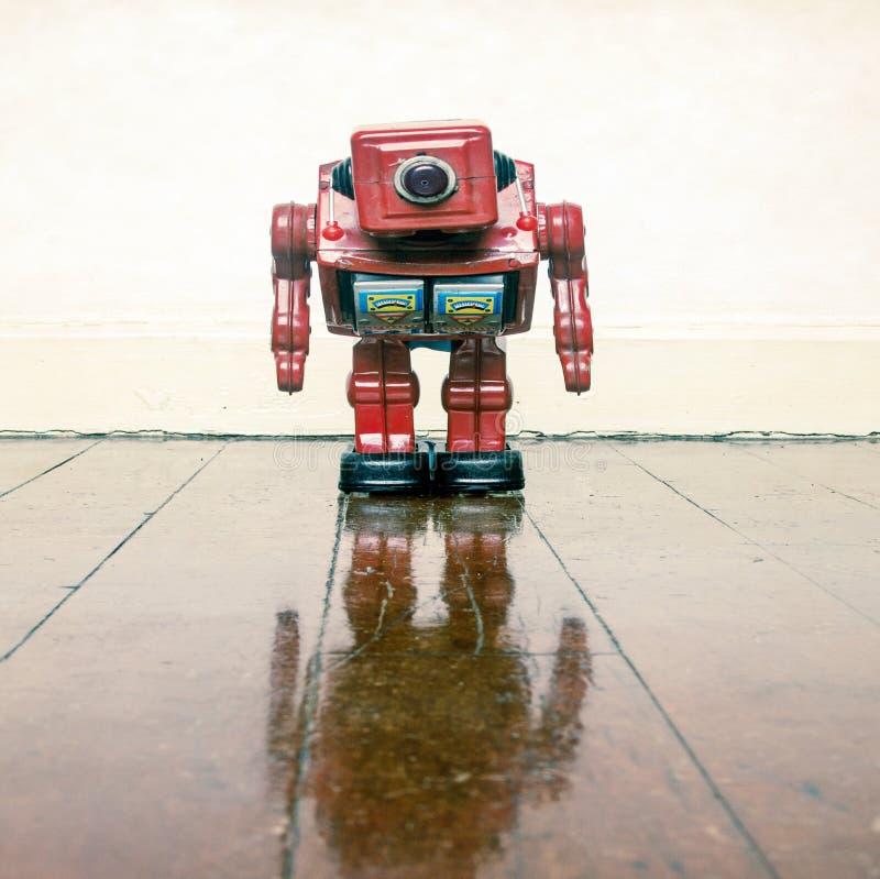 Sehr unglücklicher roter Roboter O lizenzfreie stockfotos