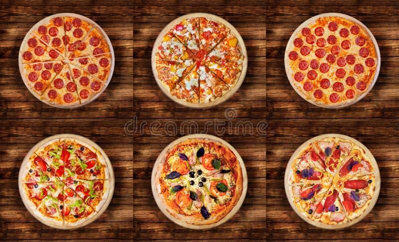 Sei pizze differenti messe per il menu Merguez, pollo del BBQ, taglio delle merguez, di lusso, pizza con il prosciutto, pizza con immagine stock libera da diritti