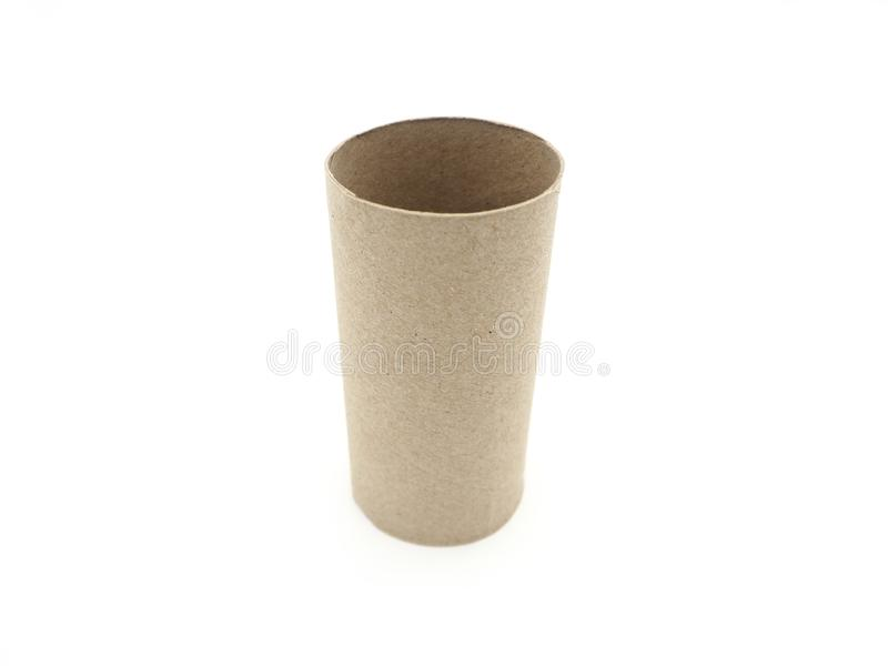 Seidenpapierrollenkern Leeren Sie Rolle auf dem Toilettenpapier, das auf a lokalisiert wird lizenzfreie stockfotografie
