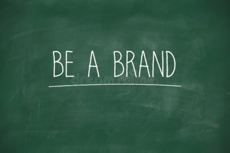 Seien Sie eine Marke, die auf Tafel handgeschrieben ist stockbild