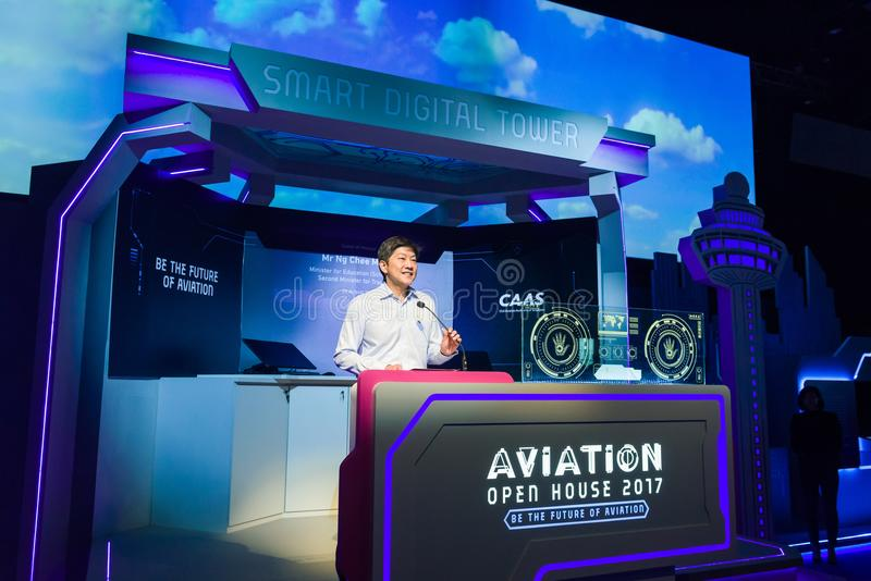 Seien Sie Eröffnungsrede Ng Chee Meng am Luftfahrt-offenen Haus behilflich stockfotografie
