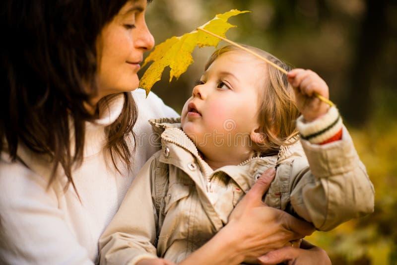 Seien Sie mit Ihnen - Mutter und Kind lizenzfreie stockbilder