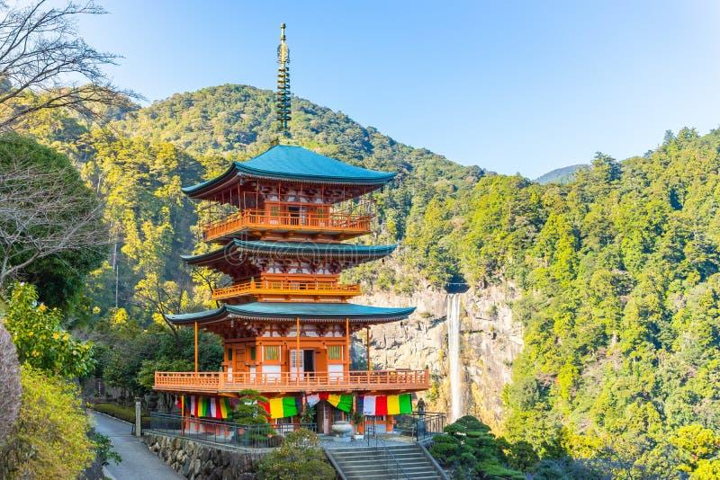 Seiganto籍塔和Nachi在和歌山,日本落 免版税库存图片