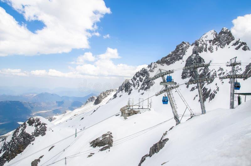 Seilbahnstation im Yulong-Schnee-Berg, Yunnan China lizenzfreies stockbild