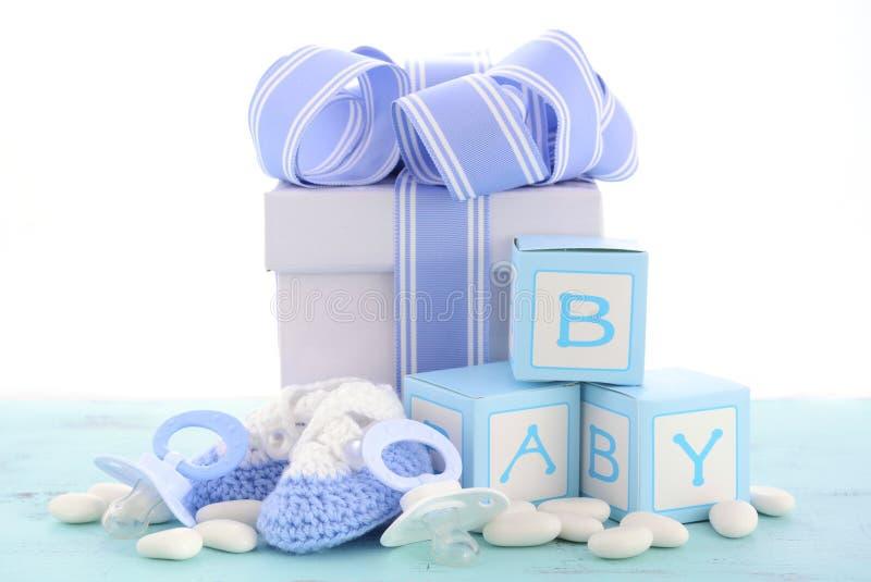 Seine Babyparty ein Jungenblaugeschenk stockfotografie