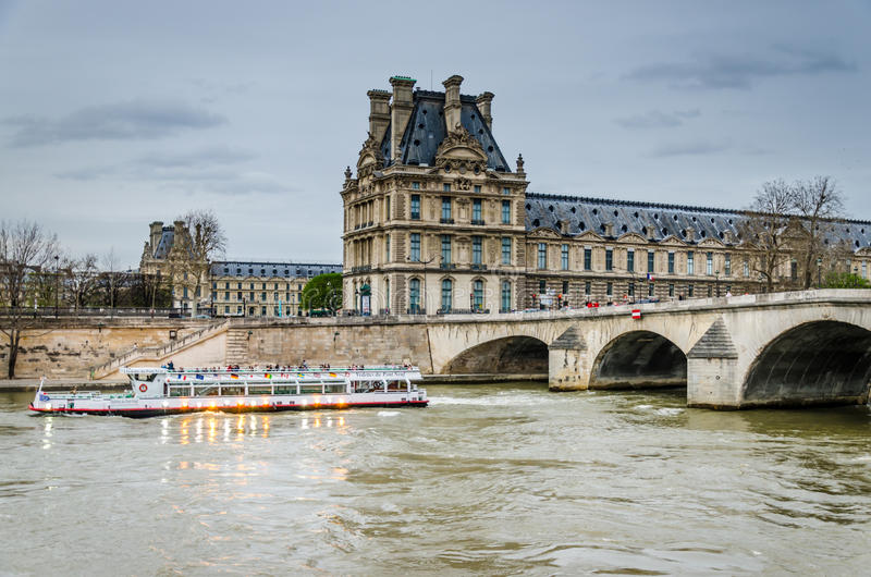 Seine fartyg, Paris royaltyfri bild