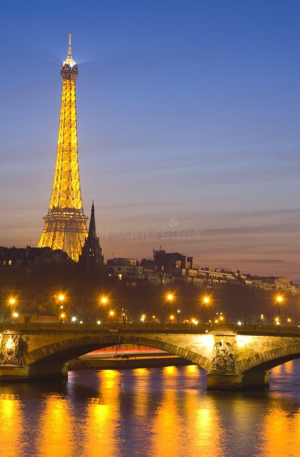 Seine-Fluss und Eiffelturm stockfoto