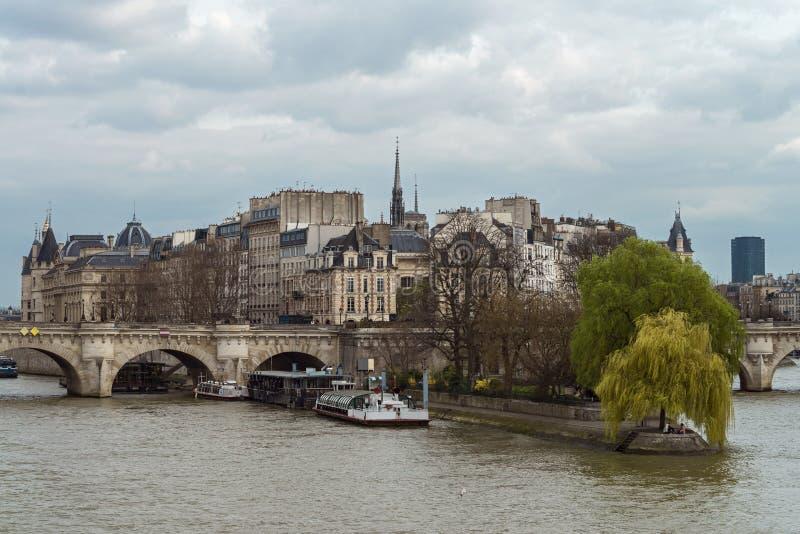 Seine River e vizinhança em Paris fotos de stock royalty free